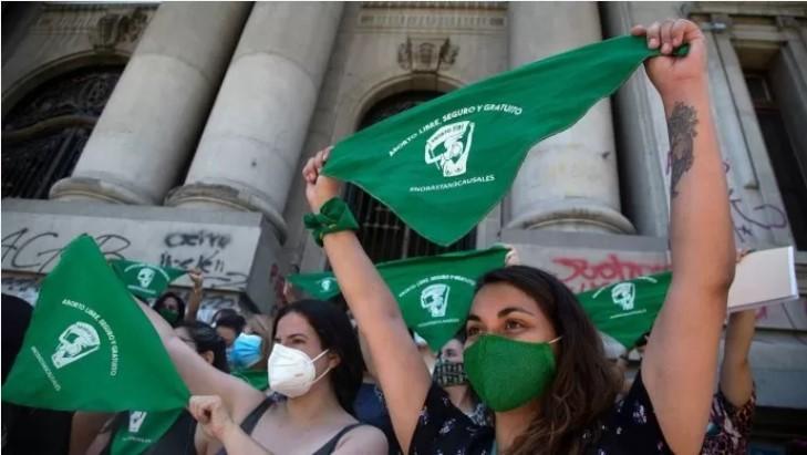 El aborto legal hasta la semana 14 de gestación ya se debate en Chile